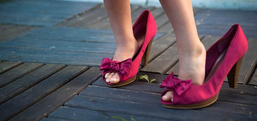 להיות בנעלים של משהו