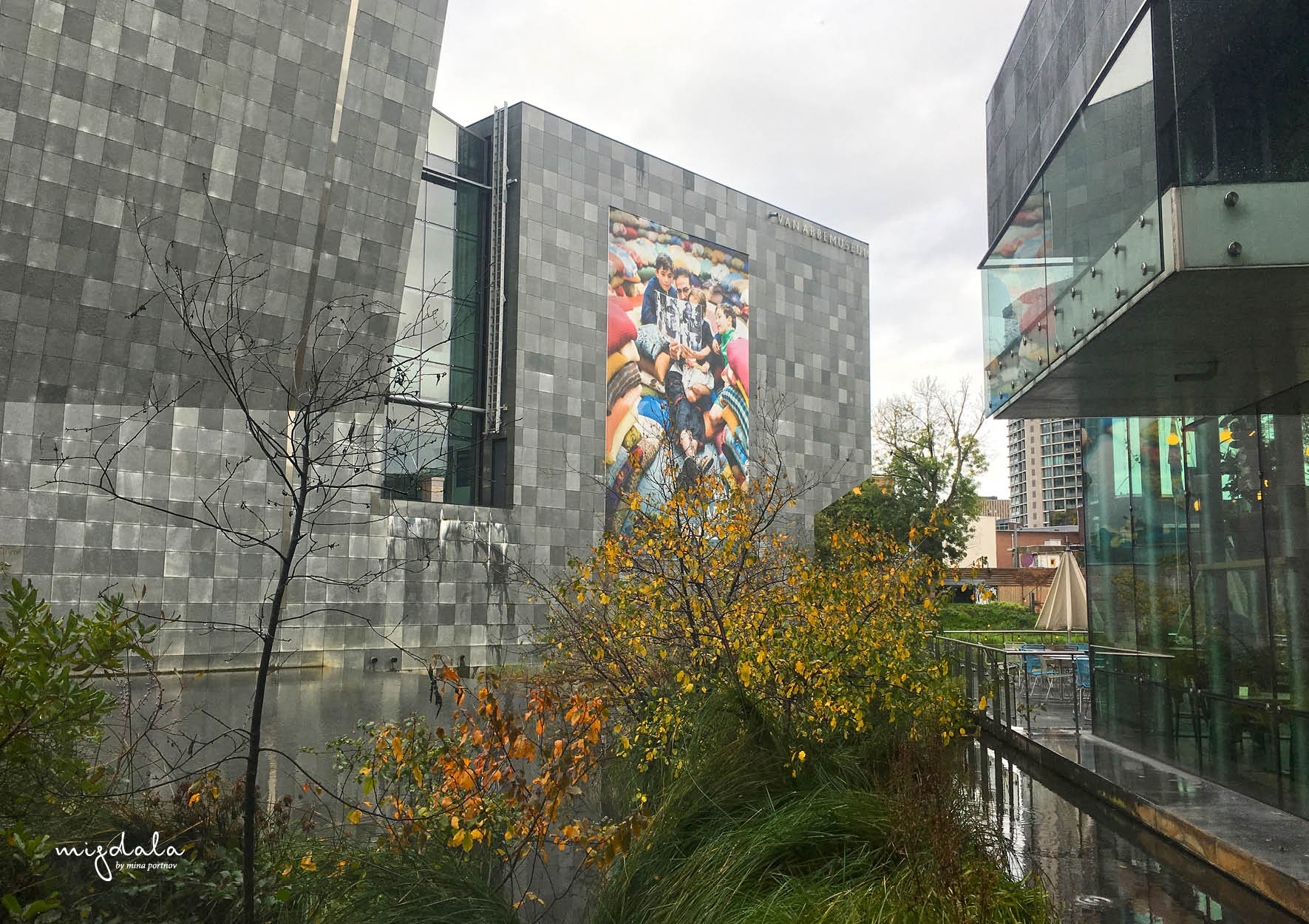 מוזיאון Van Abbemuseum המציג את התערוכה: GEO-DESIGN:JUNK
