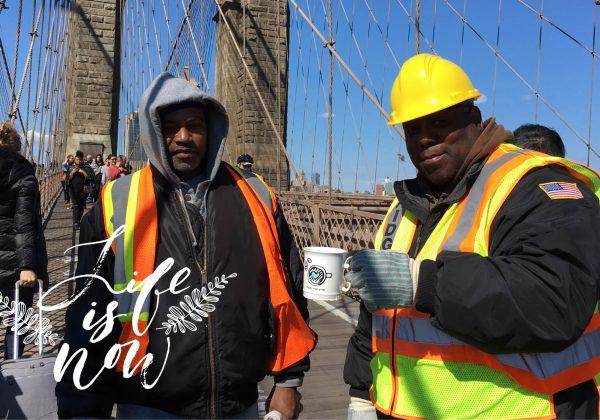סימני קפה על גשר ברוקלין